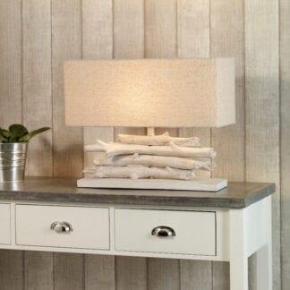 Lom bordlampe hvitlasert med skjerm